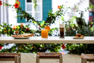 breakfast cafe bar naxos