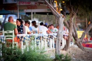 manolis tavern in naxos
