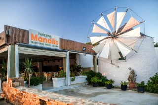 manolis tavern mile