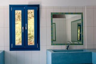 mirrors toilet maragas beach naxos