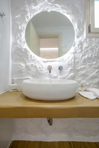 superior studio maragas bathroom area