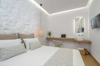 superior studio maragas bedroom