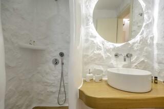 superior studio maragas built shower