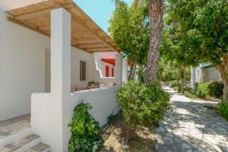 superior studio maragas garden