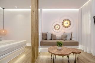 superior studio maragas lounge room