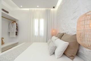 superior studio maragas room