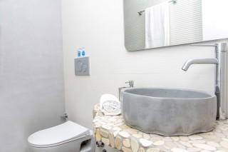 superior apartment maragas bathroom